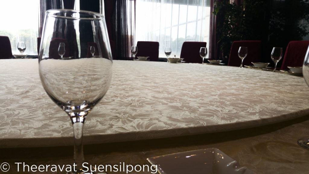 โต๊ะจีนในภัตตาคารบ้านประธานเหมา ใหญ่โตมาก