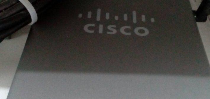 Cisco RV042: two indicator lights