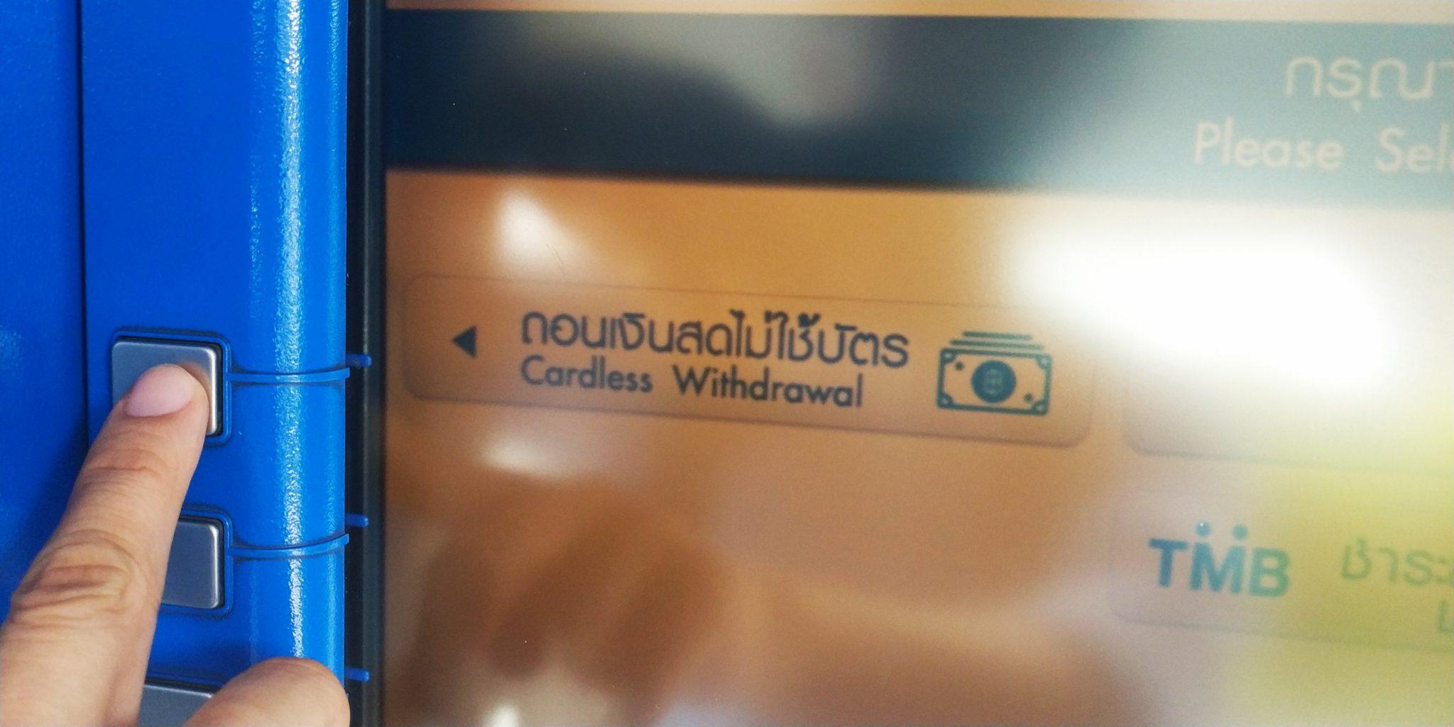 กดทำรายการถอนเงินไม่ใช้บัตรที่ตู้เอทีเอ็มของ TMB